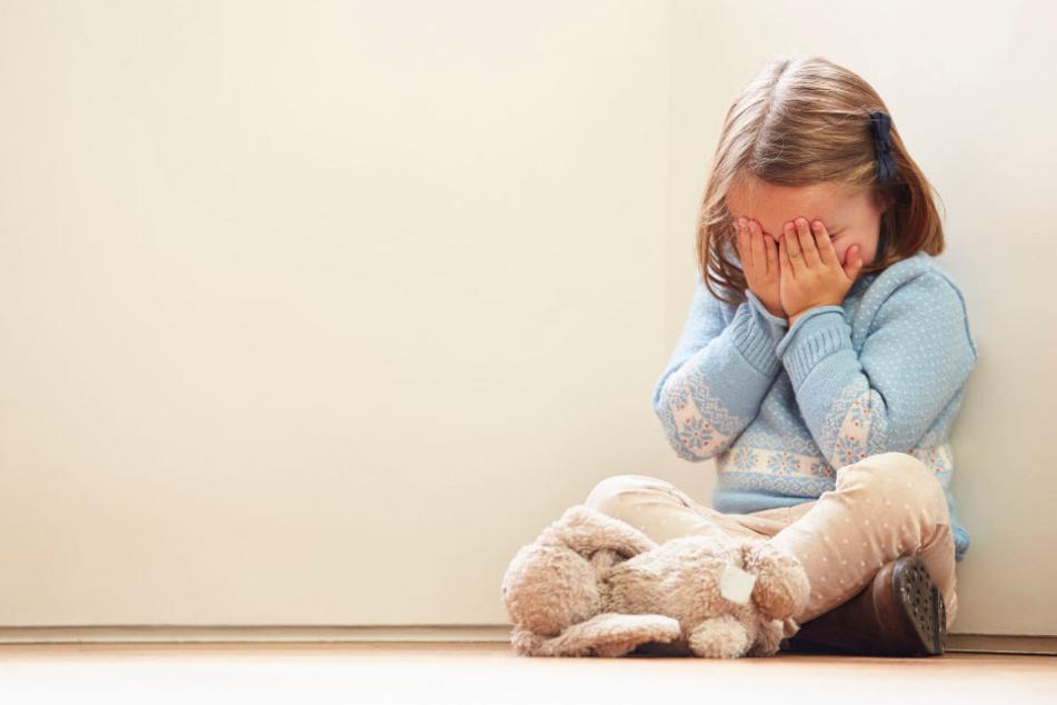 Seine sechsjährige Stieftochter hat der Mann auch sexuell missbraucht.
