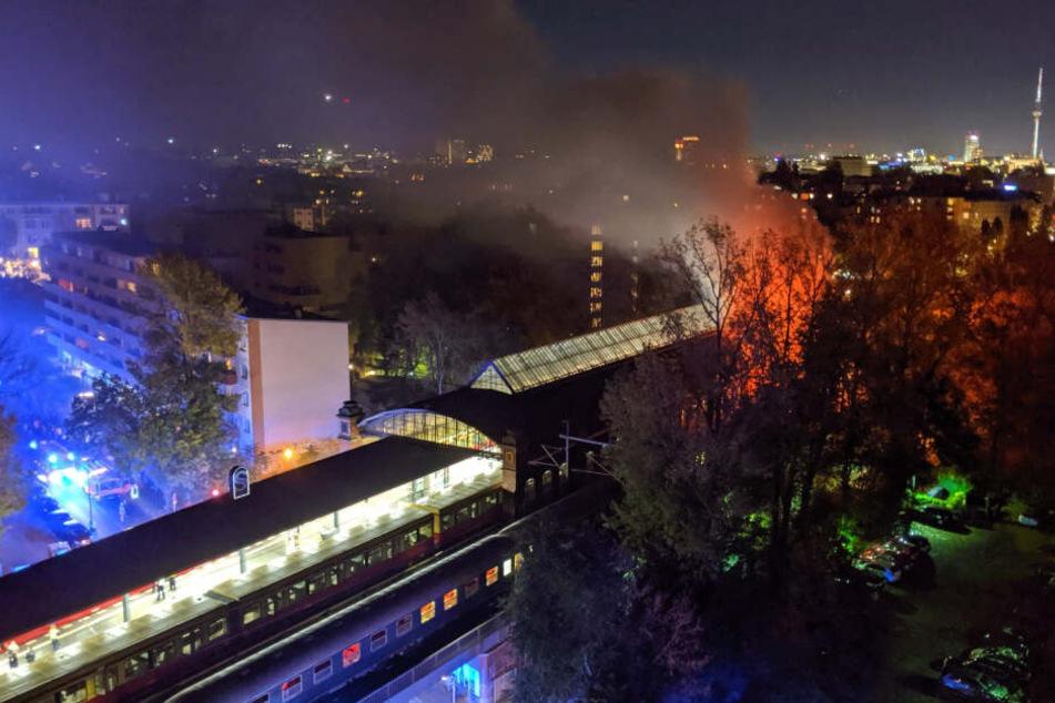 Der Zug wurde am S-Bahnhof Bellevue aufgrund eines Brandes gestoppt.