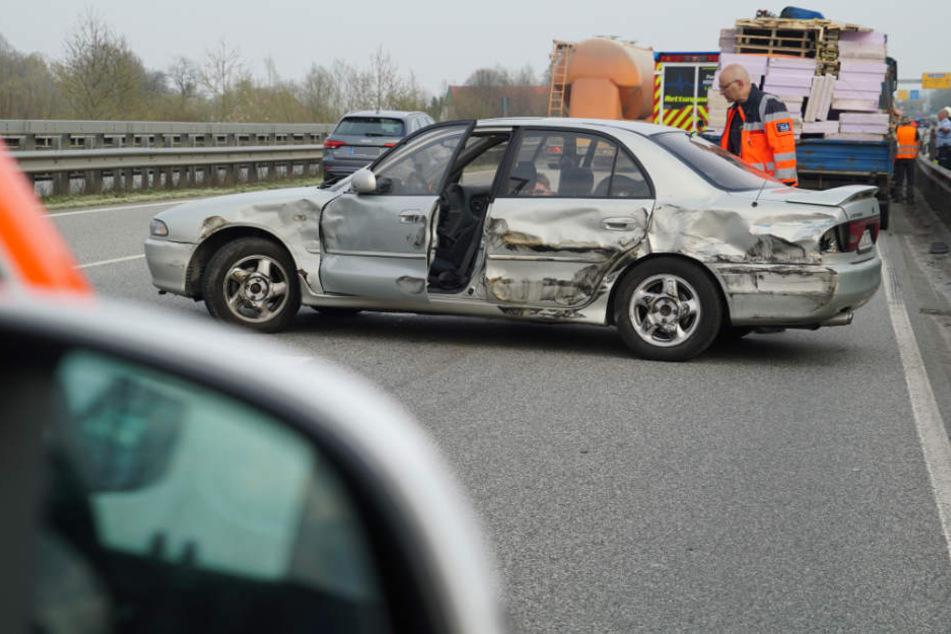 Mit einem Totalschaden blieb der Wagen liegen.