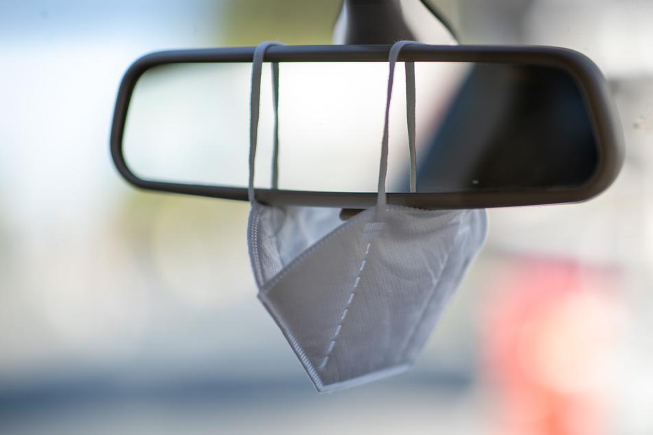 Masken sollen zum verbindlichen Inhalt des Verbandkastens in Pkw, Lkw und Bussen werden.