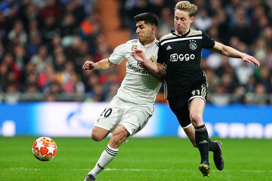 Ajax-Talent Frankie de Jong (r.) wechselt nach der Saison für mindestens 75 Millionen Euro Ablöse zum FC Barcelona.