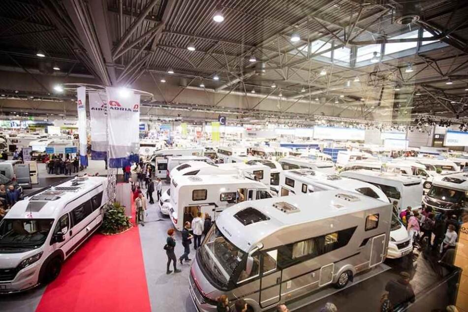 In vier Hallen werden auf 60.000 Quadratmetern Fläche Urlaubsziele und Neuheiten präsentiert.