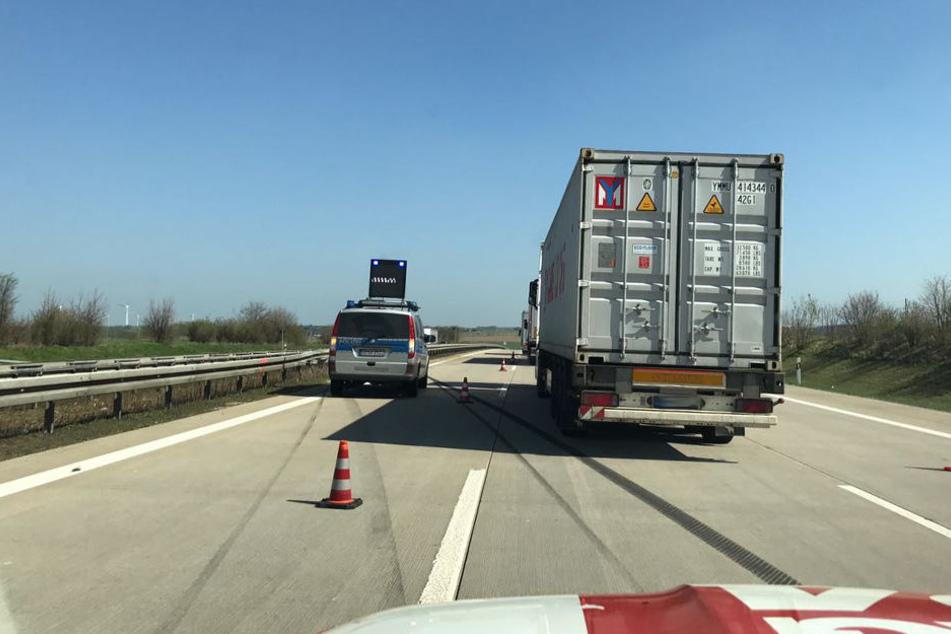 Auf der A4 sind derzeit zwei Fahrstreifen blockiert.