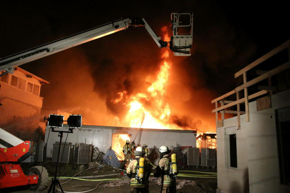 Rund 80 Brandbekämpfer waren im Einsatz.