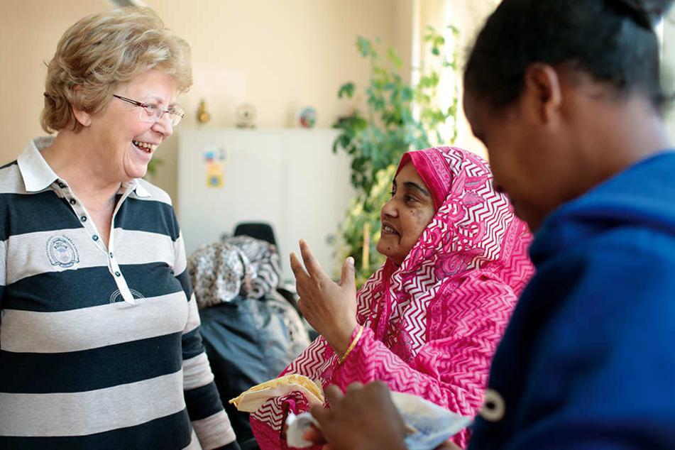 Ehrenamtler sind unverzichtbar. Sie helfen Flüchtlingen, sich angemessen in Deutschland zu integrieren.