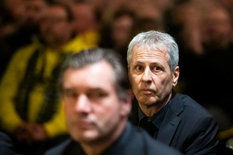Lucien Favre (r.) bleibt vorerst BVB-Coach. Die kommenden Spiele entscheiden über seine Zukunft.