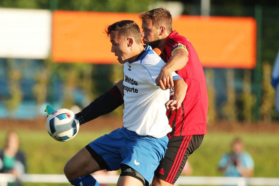 Marc Endres (rechts) hier im Zweikampf mit dem Mittweidaer Patrick Richter, hat die Probleme mit dem Sprunggelenk überwunden und ist fit für die Partie am Sonnabend bei Fortuna Köln.