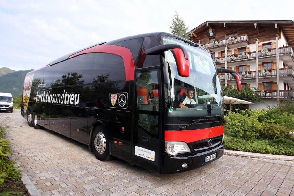 Der Mannschaftsbus des VfB Stuttgart. (Symbolbild)