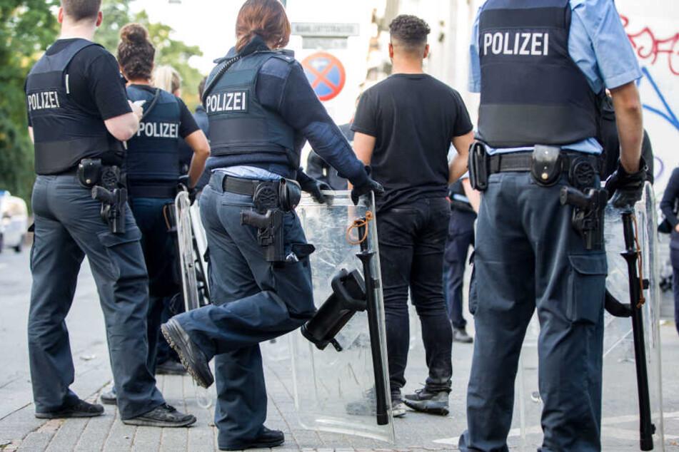Insgesamt 15 Beamte wurden bei den Krawallen in Darmstadt verletzt.