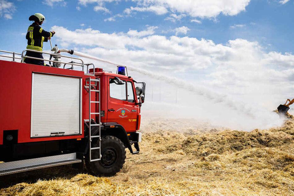 Brandstiftung auf Feld? Rauchschwaden ziehen über A4!
