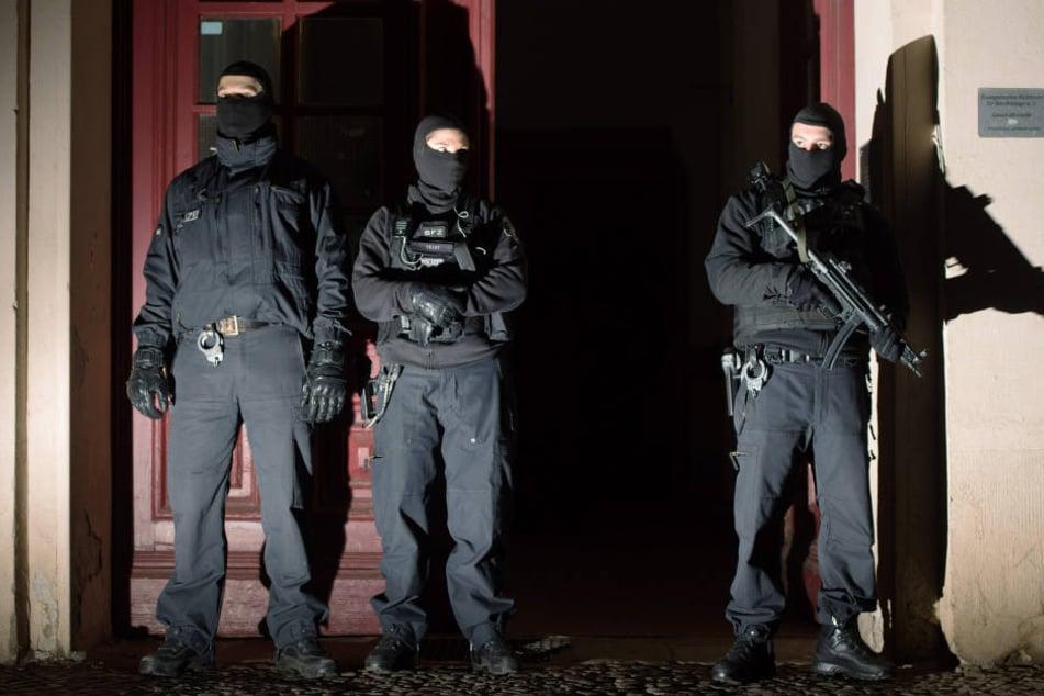 In Berlin gab es am Dienstag eine Razzia in der Unterkunft eines möglichen Mitwissers. (Symbolbild)