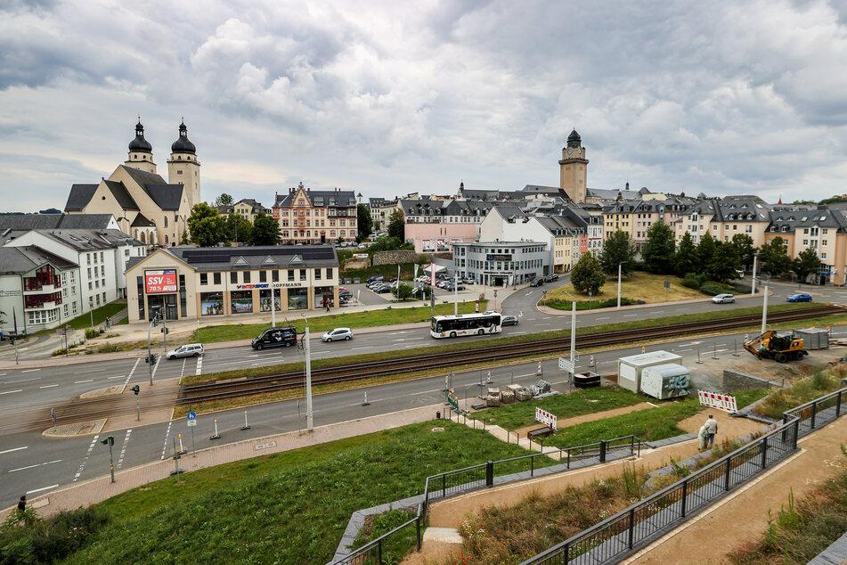 Blick auf die Innenstadt mit der Baustelle und dem vermuteten Fundort eines Blindgängers aus dem Zweiten Weltkrieg unterhalb des Schlossberges.