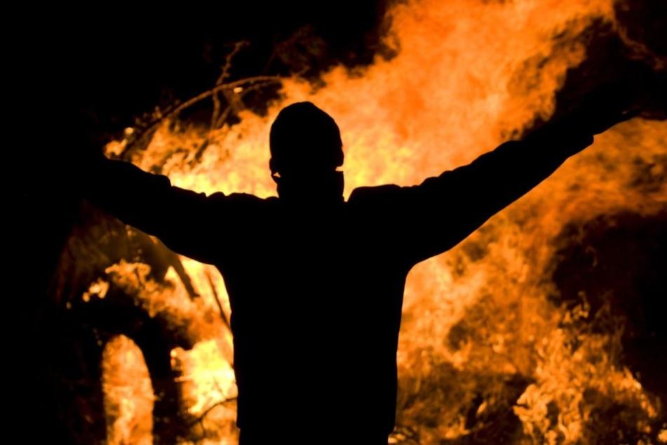 Das heiße Zellstoff-Gemisch verbrannte den Mann (Symbolbild).