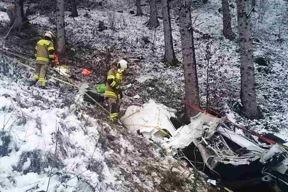 Bei dem Unfall stürzte die Maschine in einen Wald.