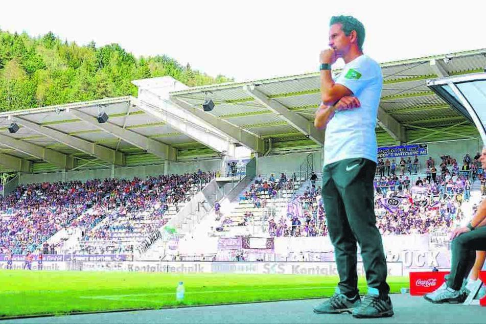 Dirk Schuster bei seiner Heimpremiere als FCE-Coach vor zwei Wochen gegen den VfL Osnabrück. Aue gewann 1:0. Über dieses Ergebnis wäre er morgen nicht böse.