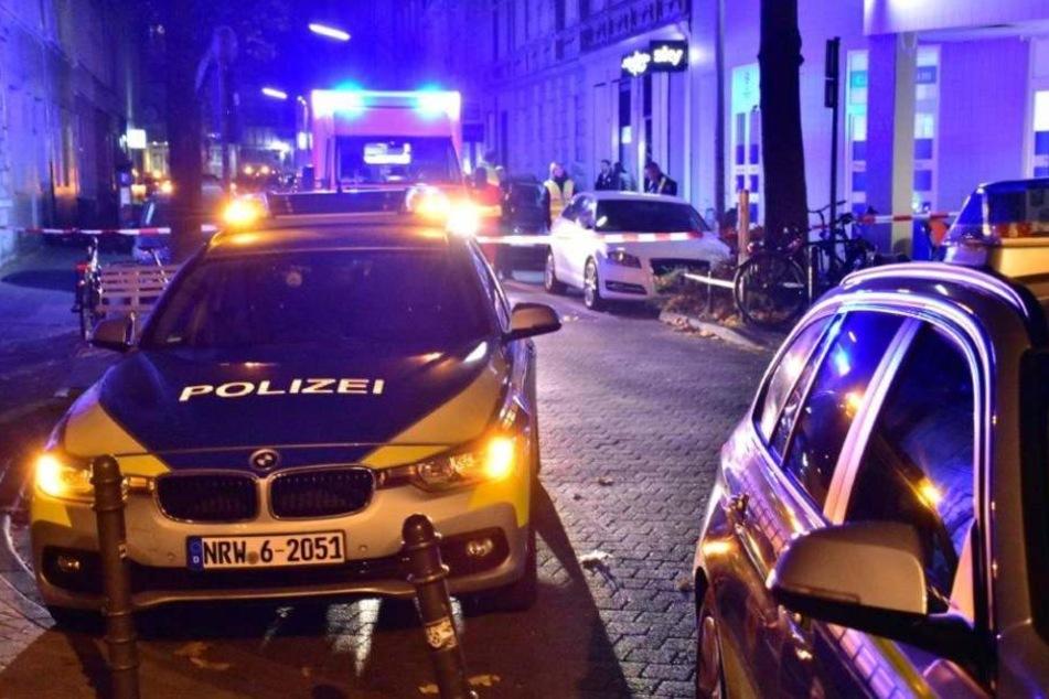 Die Polizei sicherten Tatort der Schüsse in Köln-Kalk ab.