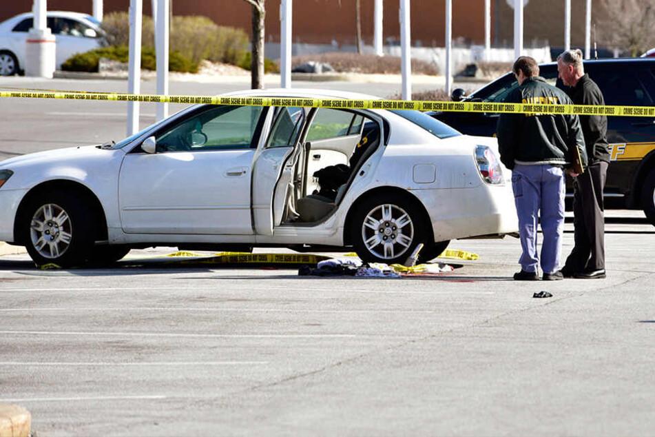Dreijährige schießt mit Waffe im Auto auf schwangere Mutter