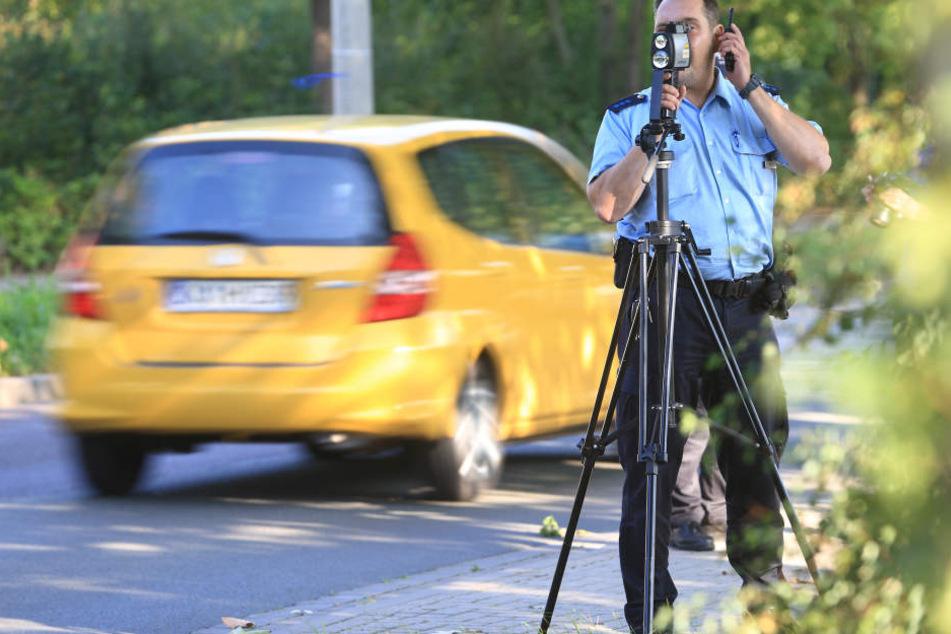 Flächendeckende Geschwindigkeitskontrollen sollen Autofahrer für das Raser-Problem sensibilisieren.