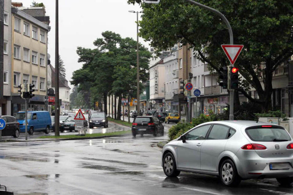 Ab Ende August wird die Straßendecke auf der Elverdisser Straße erneuert.