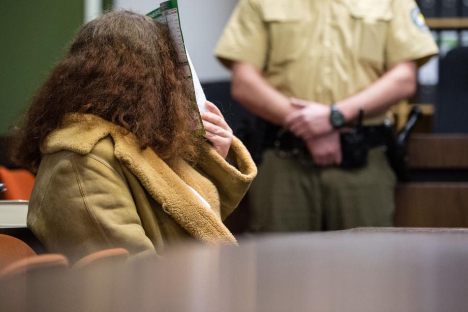 Pädagogin Gabriele P. (32) steht seit Montag in München vor Gericht, weil sie beim Sex ihren Freund mit einer Handkreissäge umgebracht haben soll.