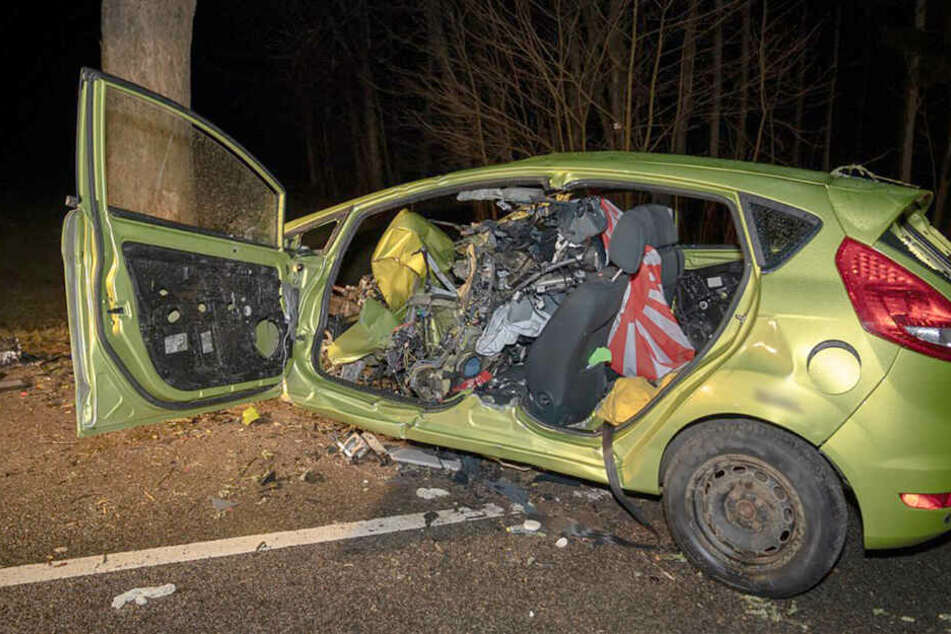 Der junge Fahrer wurde bei dem Unfall so schwer verletzt, dass er verstarb.