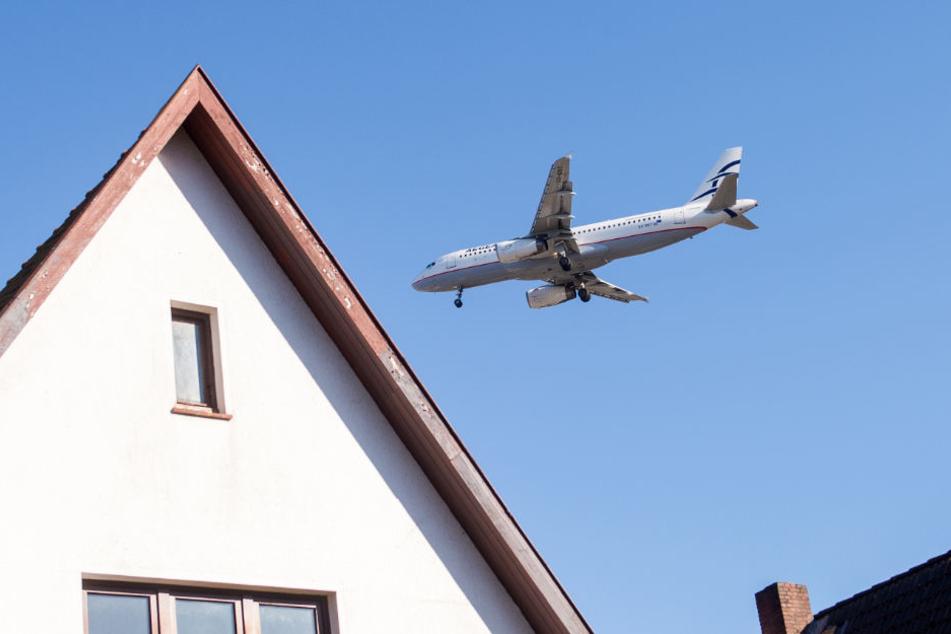 Flughafen Anwohner wie hier in Niendorf müssen mit Lärm durch die Stars und Landungen leben.
