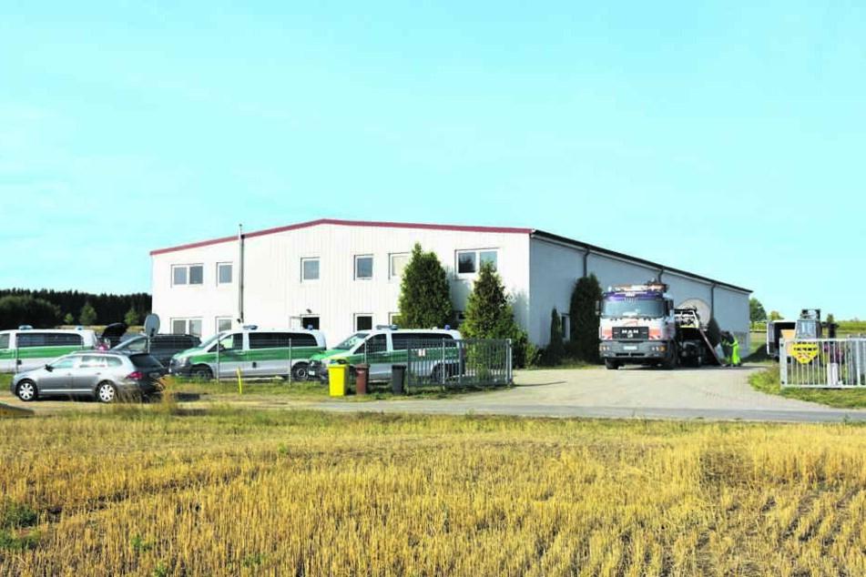 In dieser Lagerhalle bei Görlitz hoben Zöllner im August eine illegale Tabakfabrik aus.