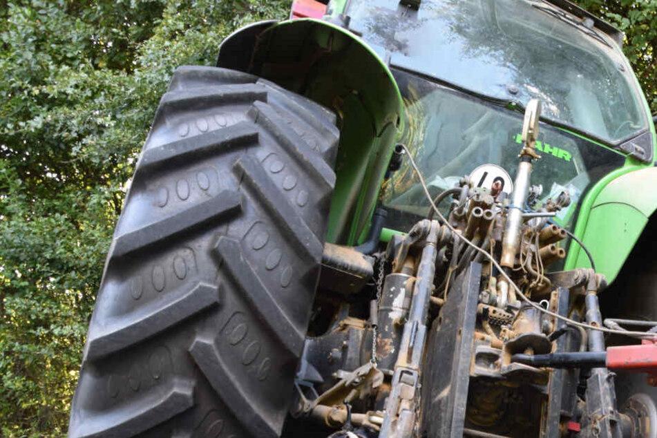 Bei einem Unfall mit einem Traktor wurde ein Kleinkind überfahren. (Symbolbild)