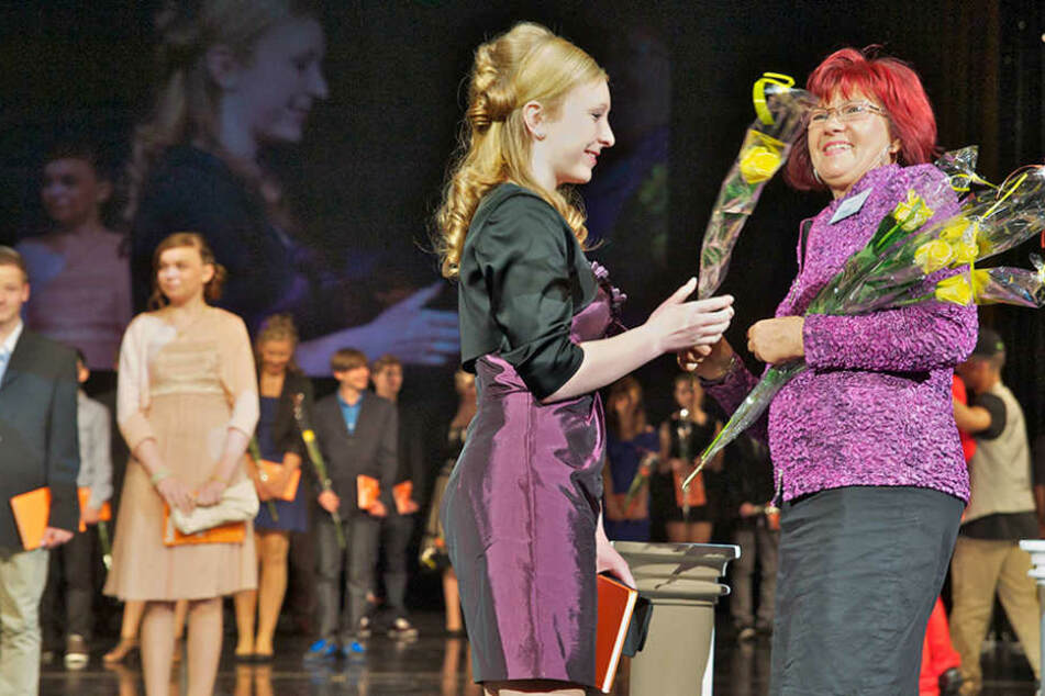 Blumen für den Eintritt in den Kreis der Erwachsenen - rund 13 000 junge  Sachsen werden heuer Jugendweihe feiern.