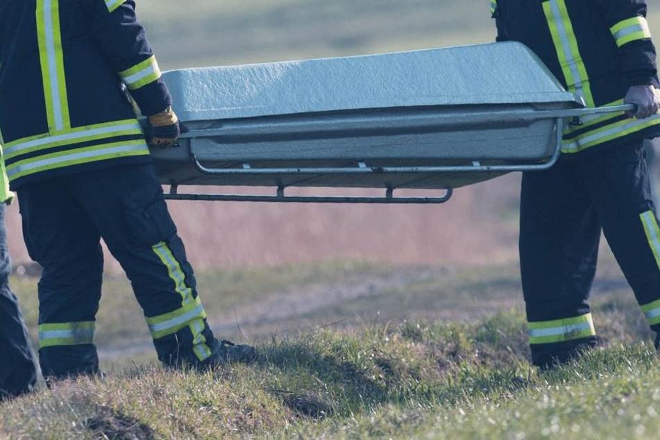 Der Mann wurde leblos auf einem Feld in Holtgast gefunden (Symbolbild).