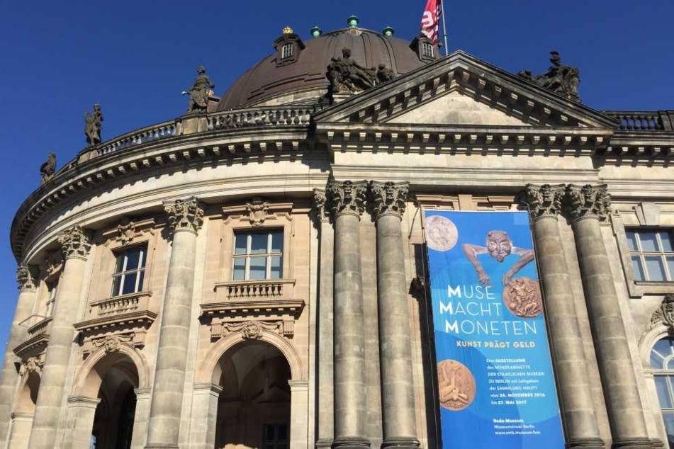 Im Berliner Bodemuseum waren bislang unbekannte Täter eingestiegen und raubten eine 100-Kilo schwere Goldmünze im Nennwert von eine Million kanadische Dollar.