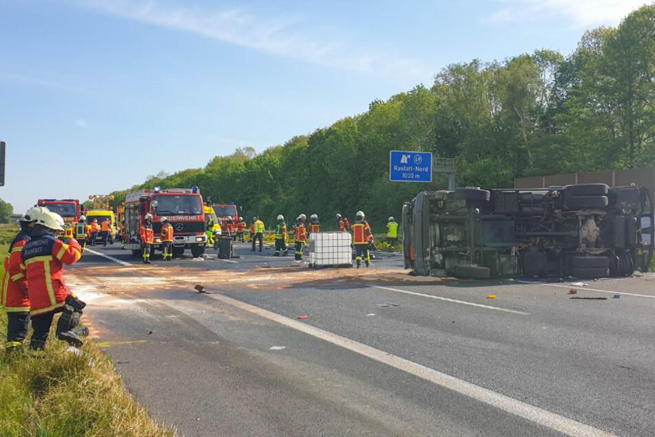 Das Wrack des Unfall-Lastwagens.