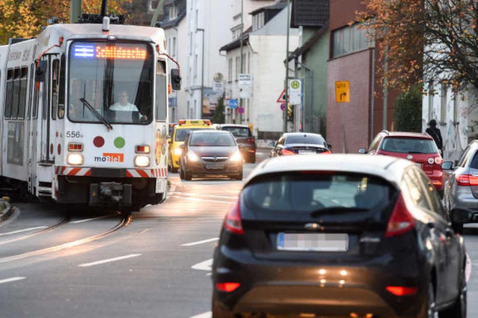 Das OLG Hamm hat ein Urteil aus Bielefeld bestätigt: Die Straßenbahn hat auch bei Grün Vorfahrt. (Symbolbild)
