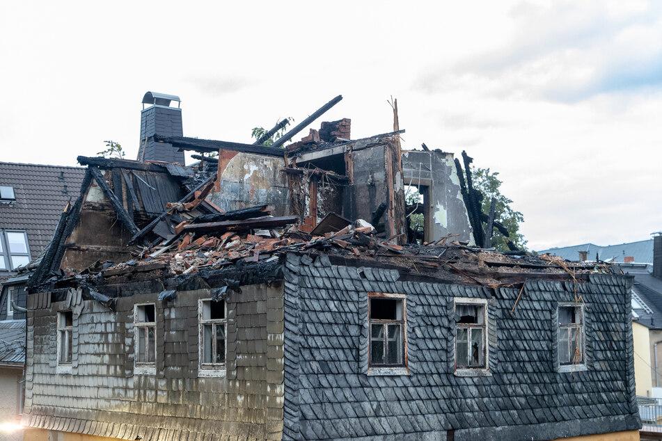 Bei dem verheerenden Brand in einem Wohnhaus in Stollberg wurde am Mittwoch eine Leiche entdeckt. Nun wurde die Identität des Toten geklärt.
