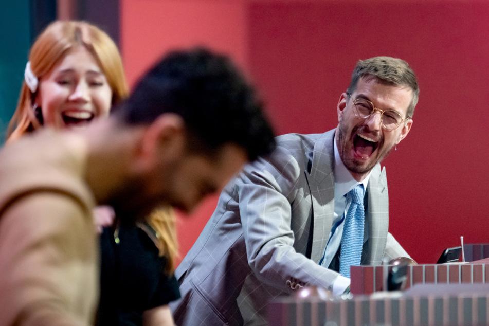 Noch kann Joko Winterscheidt (r.) lachen. Ob er aber seine Show auch zurückbekommen wird?