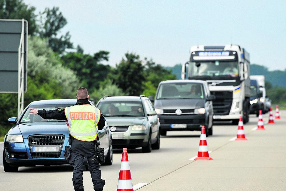 Stichprobenartig zog die Polizei gestern Autos von der Autobahn 4.