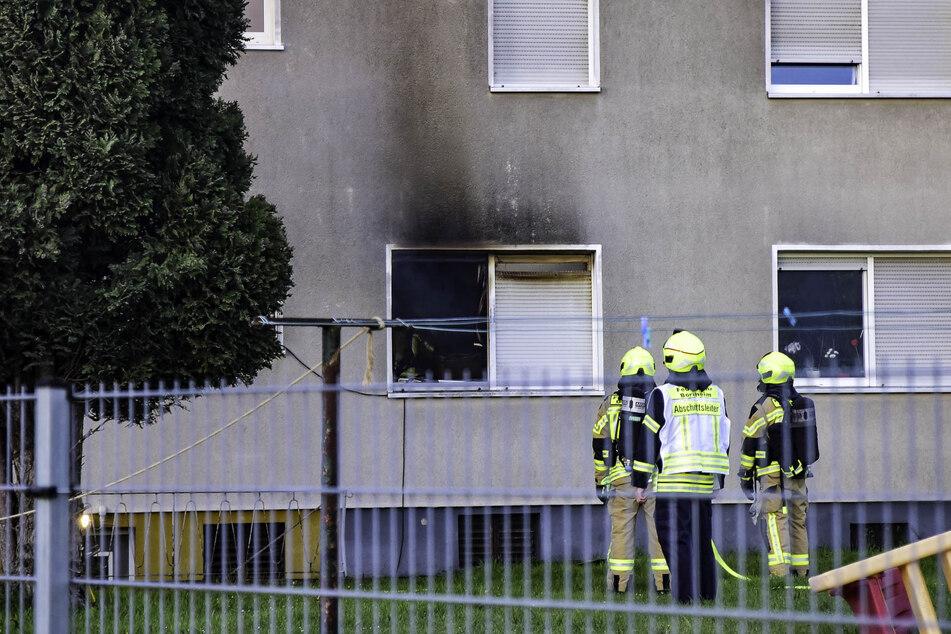 Nach einem Wohnungsbrand in Bornheim (Rhein-Sieg-Kreis) haben 35 Einsatzkräfte der Feuerwehr den Brand schnell unter Kontrolle gebracht.