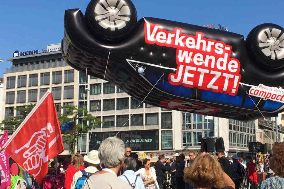 Die Demonstranten versammelten sich bei der Hauptwache in der Frankfurter City.