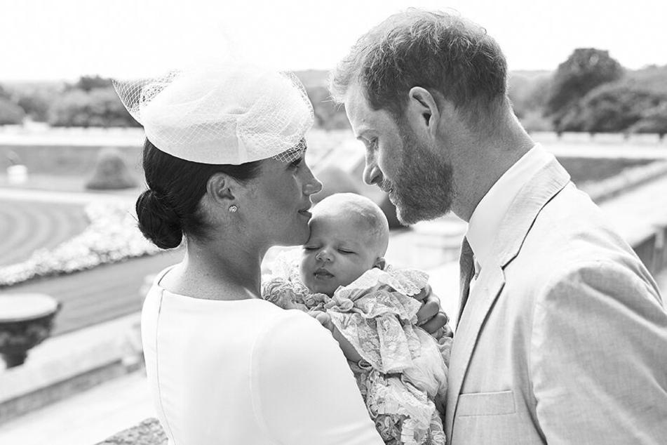 Privat, ohne die Blicke der Öffentlichkeit: So feierten Harry und Meghan die Taufe ihres Sohnes Archie.