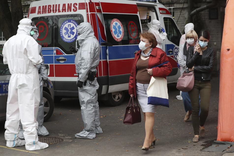 In Polen gab es zuletzt innerhalb von 24 Stunden mehr als 5000 neue Corona-Infektionen und 53 Tote in Folge einer Covid-Erkrankung.