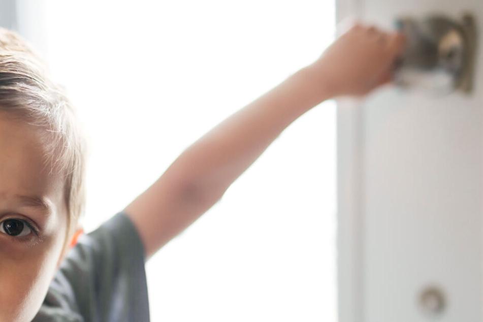 Der kleine Junge sperrte seinen Vater aus und öffnete die Tür nicht mehr. (Symbolbild)