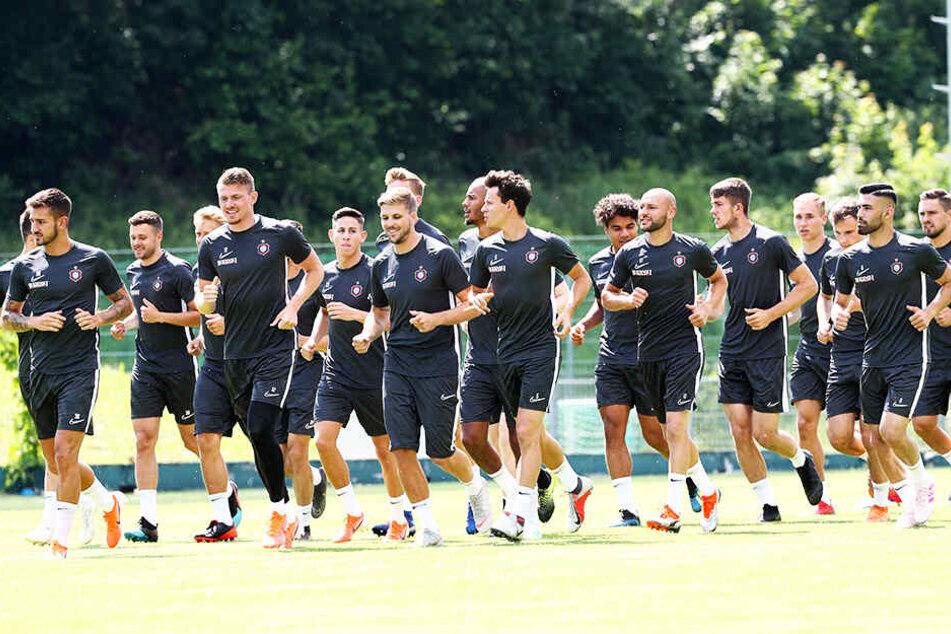Aufgalopp für die Spieler des FC Erzgebirge Aue.