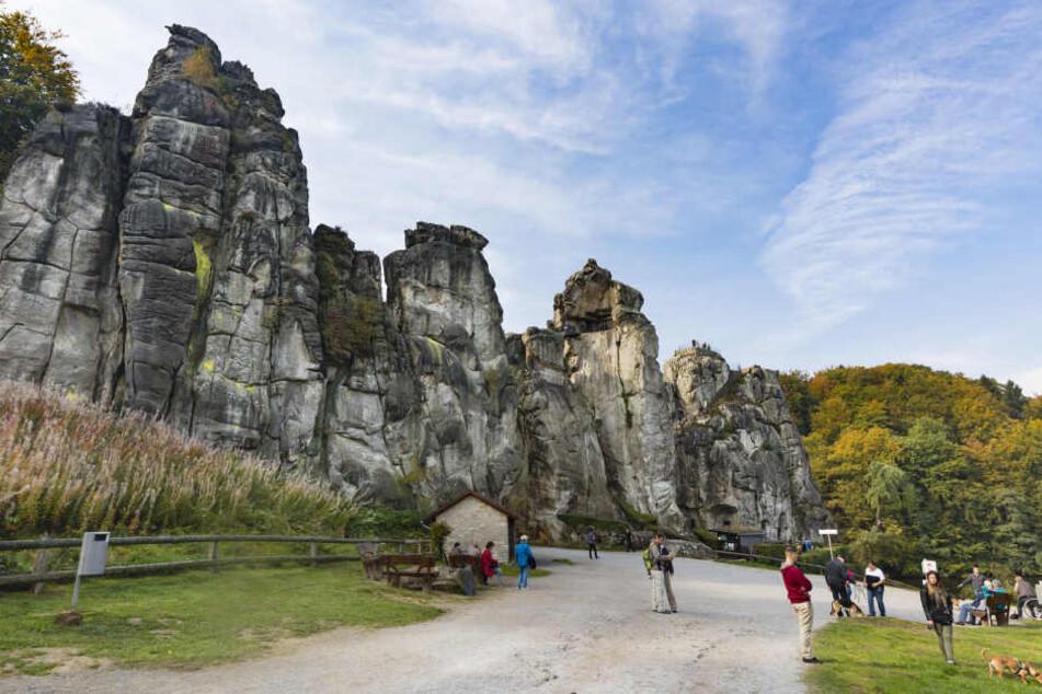 Die Felsformation der Externsteine beeindrucken Besucher durch Ihre Größe.
