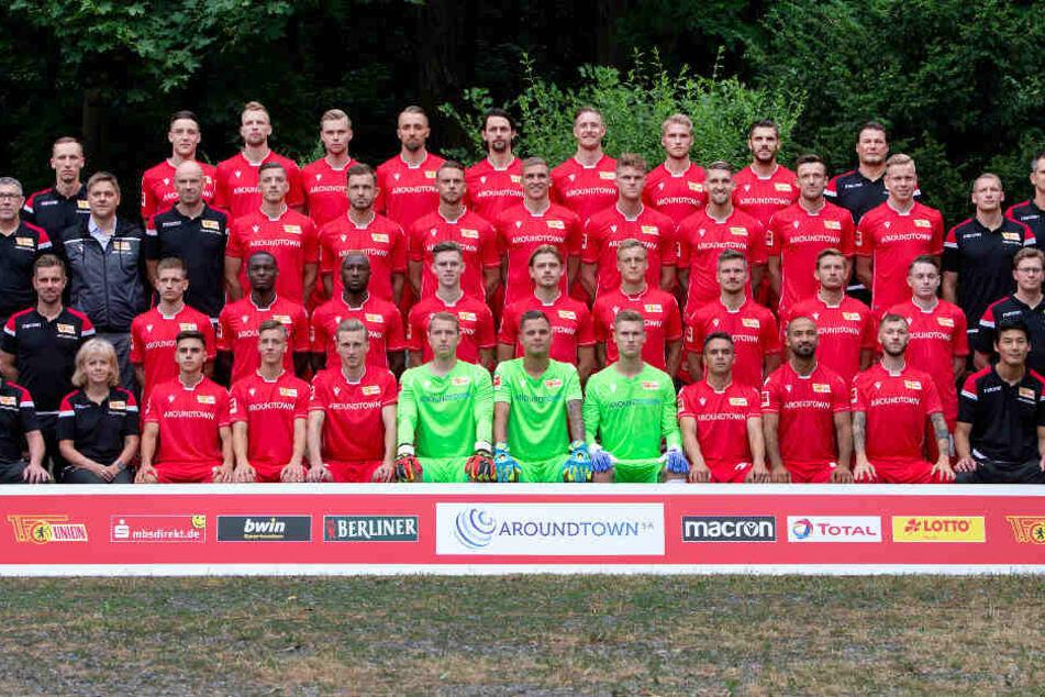 Die Unioner posieren für das Mannschaftsfoto.