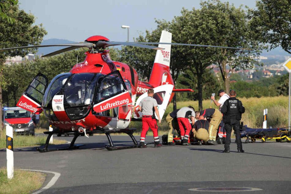 """Der Mann wurde schwerst verletzt und musste mit dem Rettungshubschrauber """"Christoph 38"""" ins Krankenaus geflogen werden."""