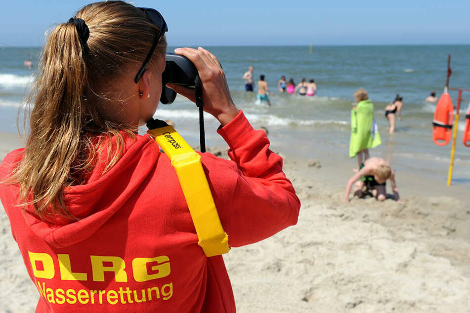 Wie ein Polizeisprecher in Anklam mitteilte, wurde Donnerstagvormittag in Zinnowitz ein Mann leblos aus der Ostsee geborgen.