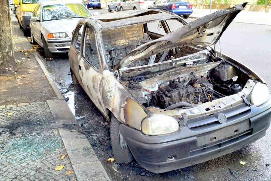 Autos brennen am helllichten Tag in Berlin aus