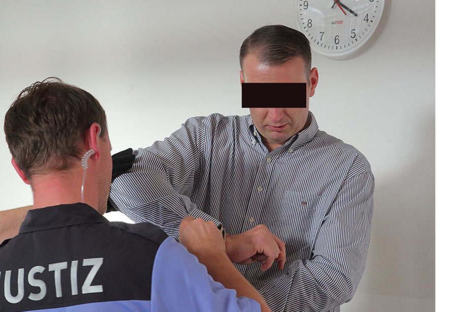 Christian L. (33) legte am Freitag im Landgericht ein umfangreiches  Geständnis ab.