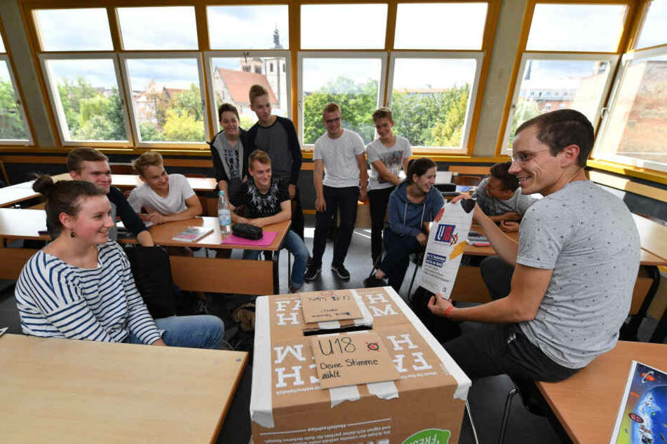 Kinder und Jugendliche unter 18 durften am Freitag in ihren Schulen symbolisch wählen gehen.