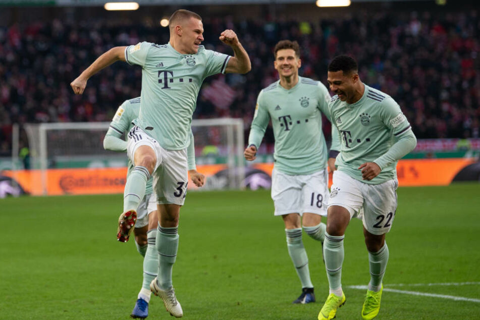 Joshua Kimmich (l) brachte die Bayern früh in Führung.